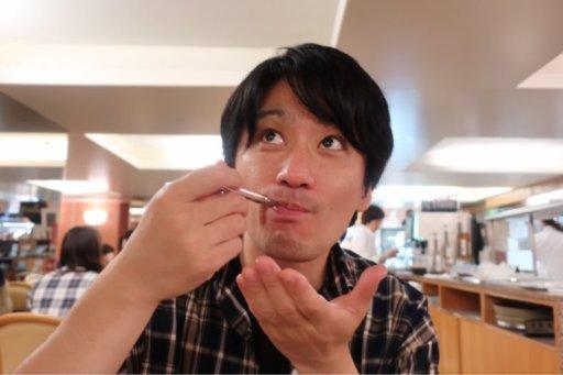 吃蒙布朗栗子蛋糕 Yohei Nakamura